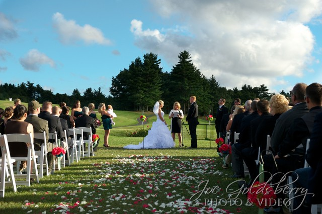 The beauty of an  outdoor wedding ceremony at Indian Pond Country Club simply can not be beat!